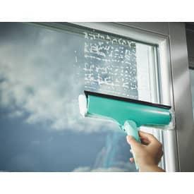 Fensterreiniger 3 in 1 türkis LEIFHEIT 00051320 Wischer Produktbild Anwendungsdarstellung 2 L
